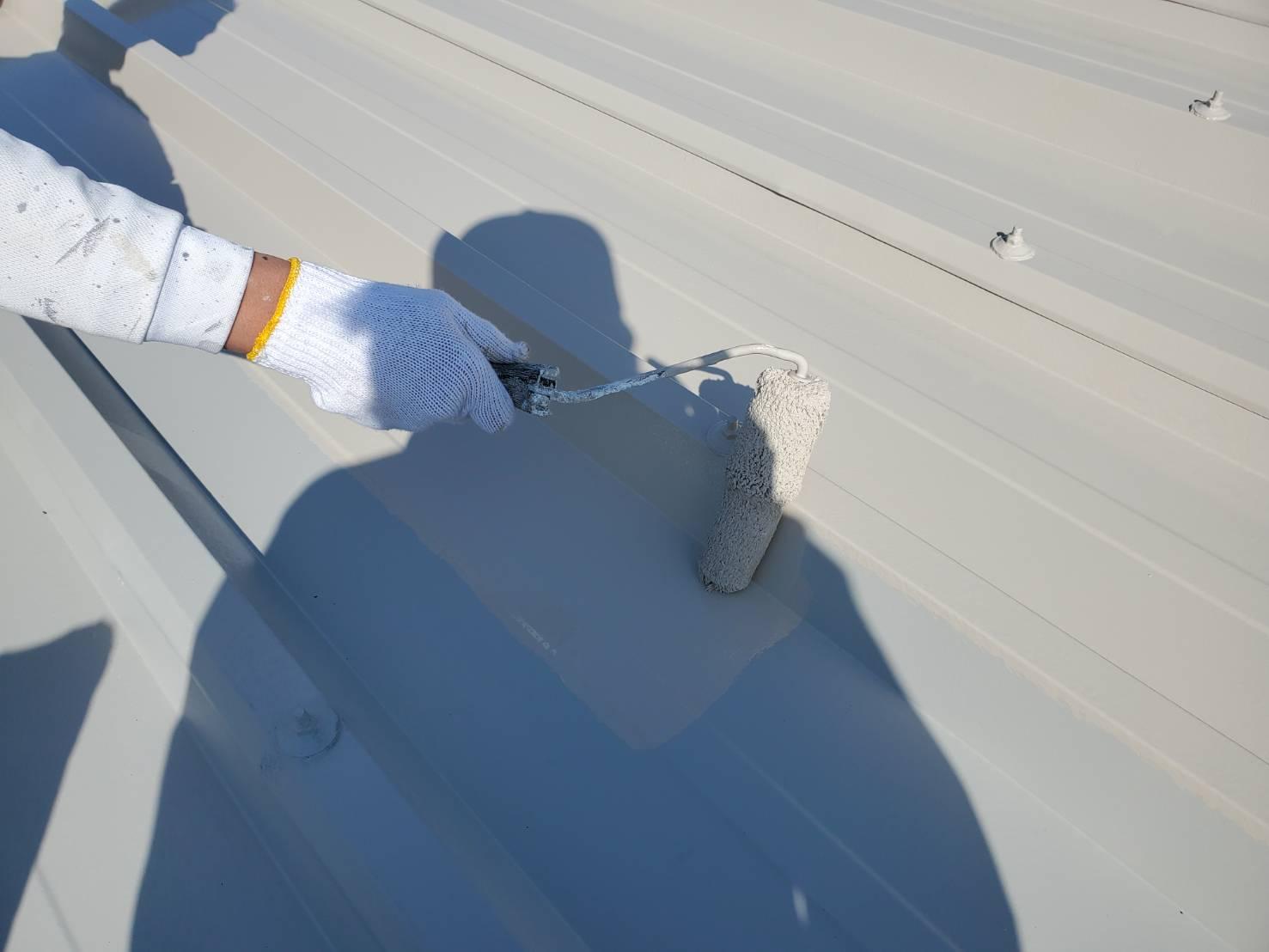 外壁塗装 佐賀 倉庫 シャッター塗装 シャッター 屋根 塗装 下塗り