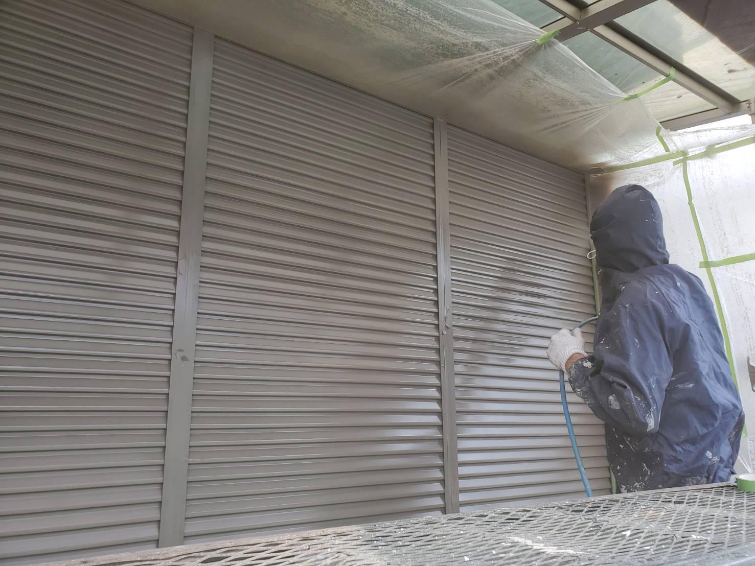 外壁塗装 佐賀 板金部 鉄部 雨戸 塗装 吹き付け塗装