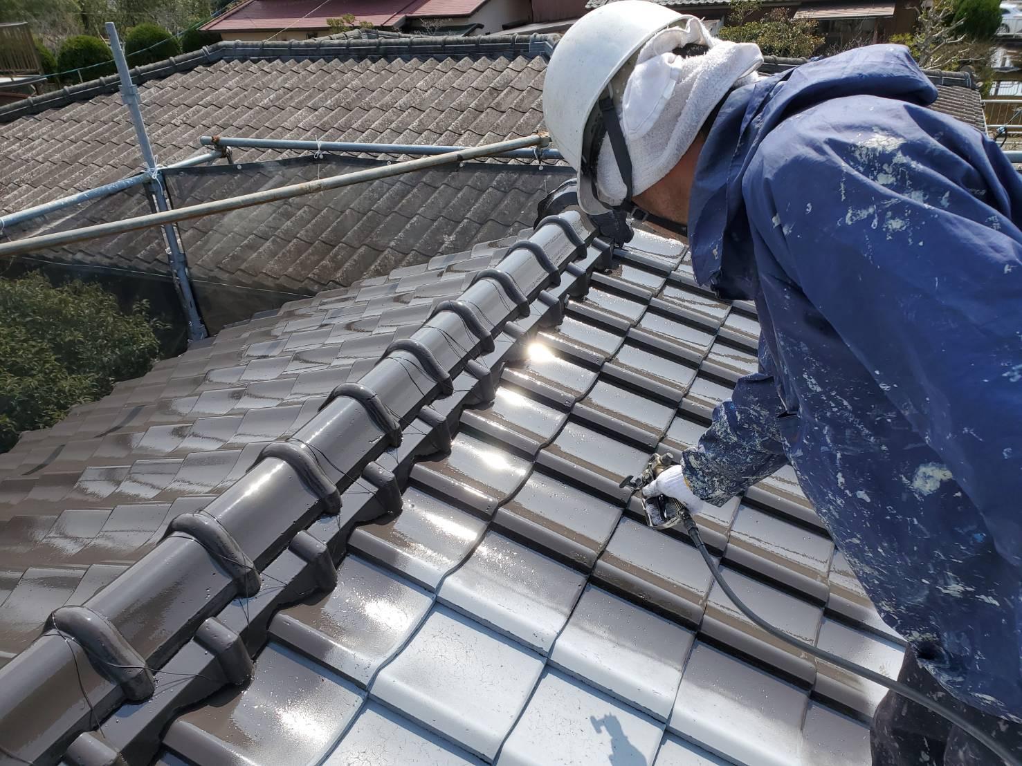 外壁塗装 佐賀 屋根 瓦屋根 塗装 中塗り