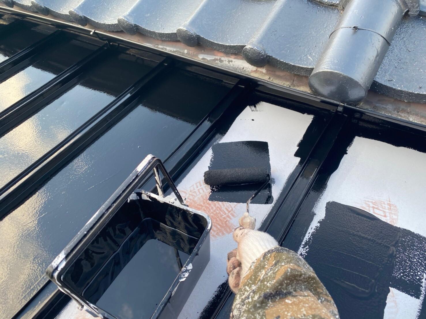 外壁塗装 佐賀 トタン屋根 中塗り