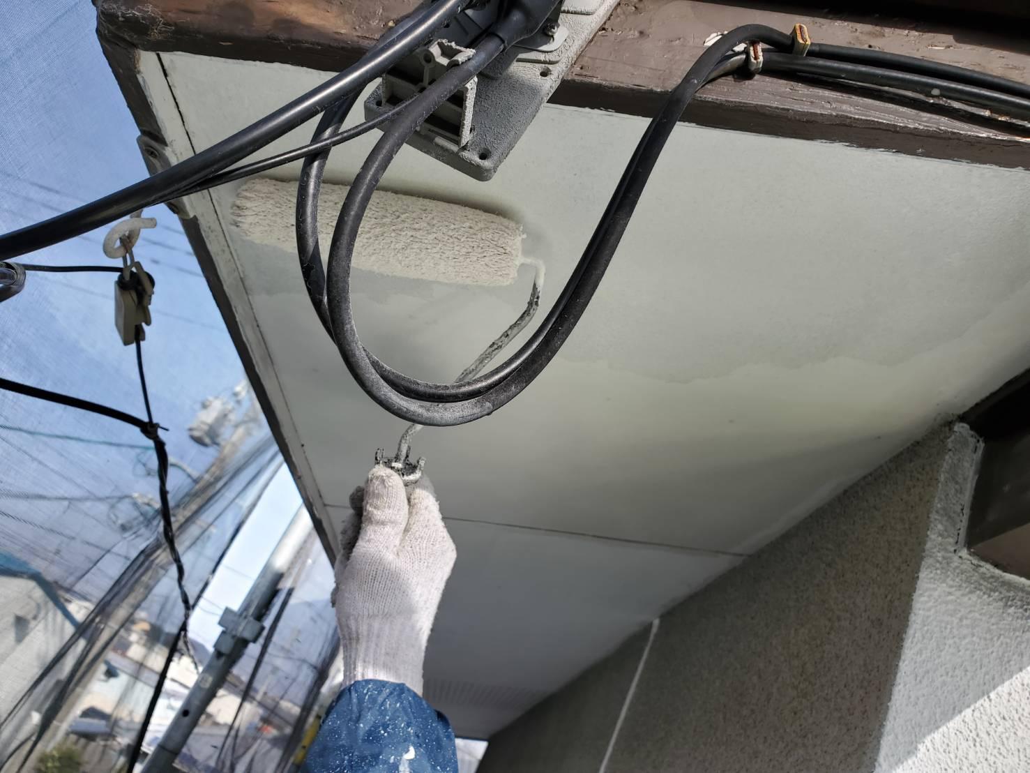 外壁塗装 佐賀 軒下天井 中塗り