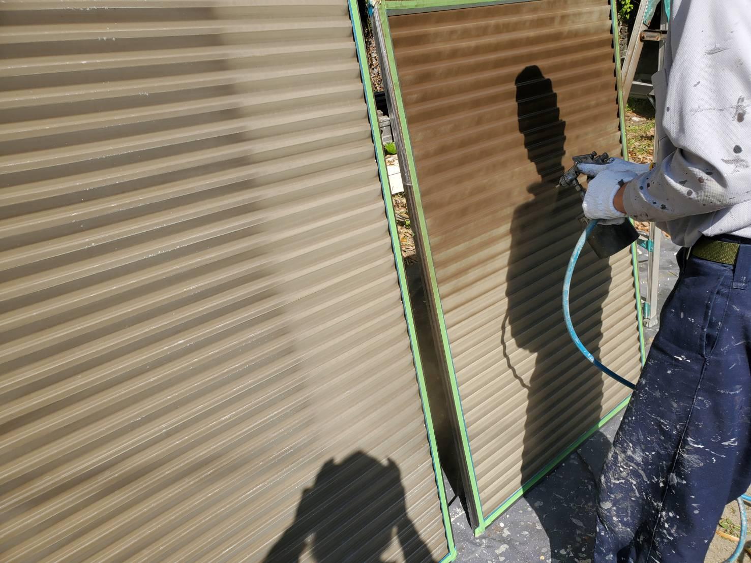 外壁塗装 佐賀 付帯部 雨戸 塗装 吹き付け塗装