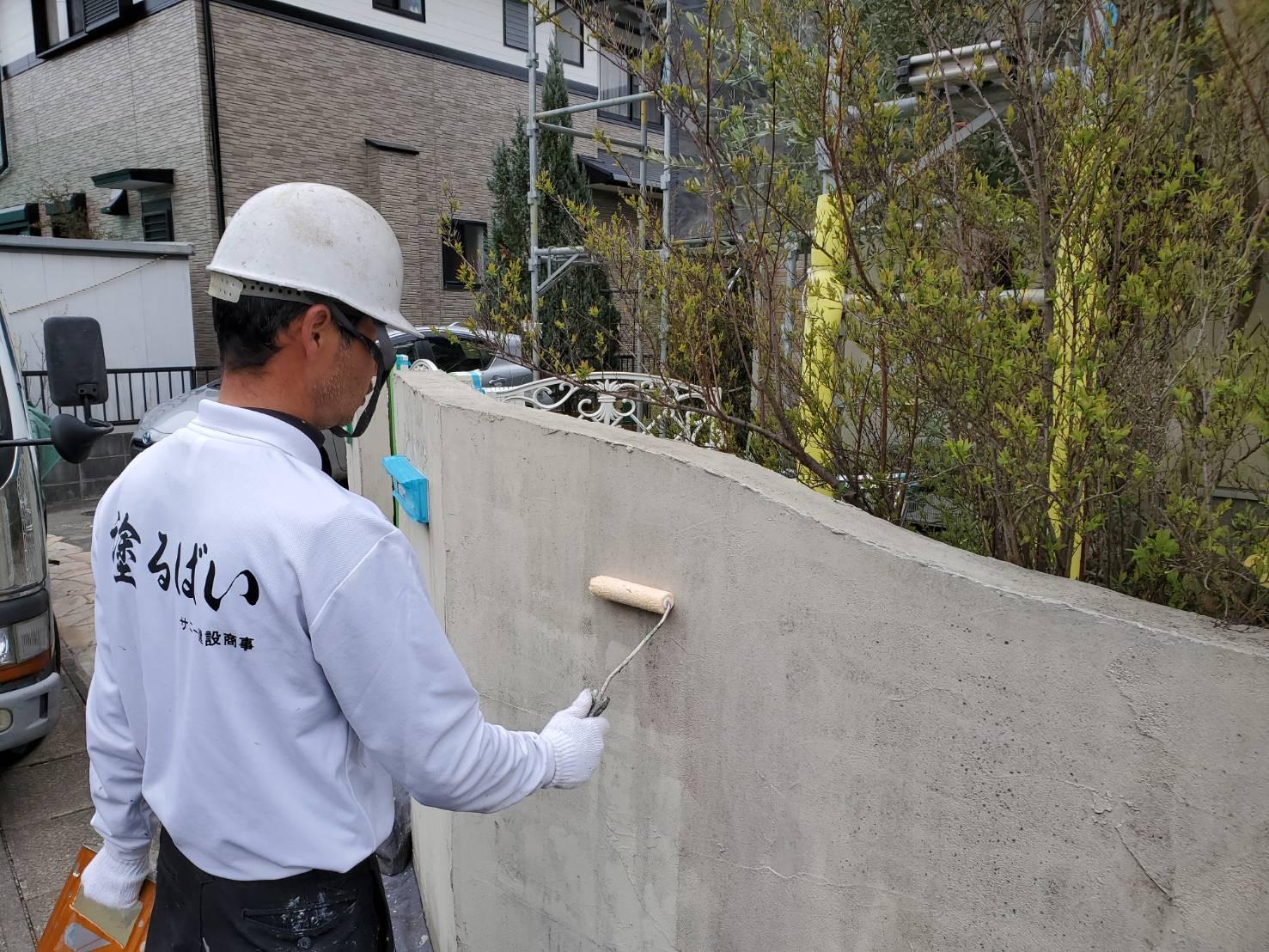 外壁塗装 佐賀 塀 塗装 下塗り