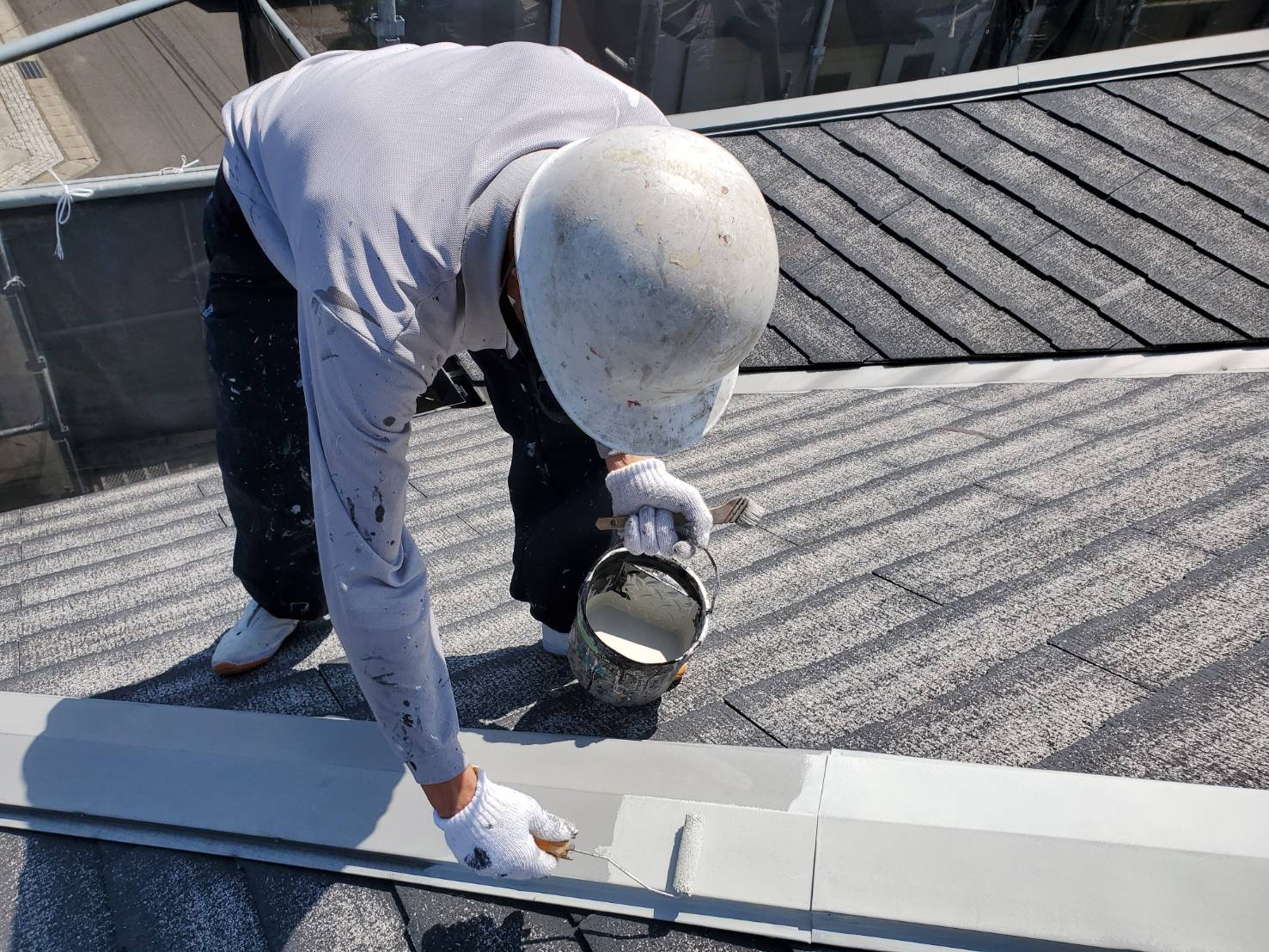 外壁塗装 佐賀 スレート屋根 コロニアル屋根 板金部 下塗り