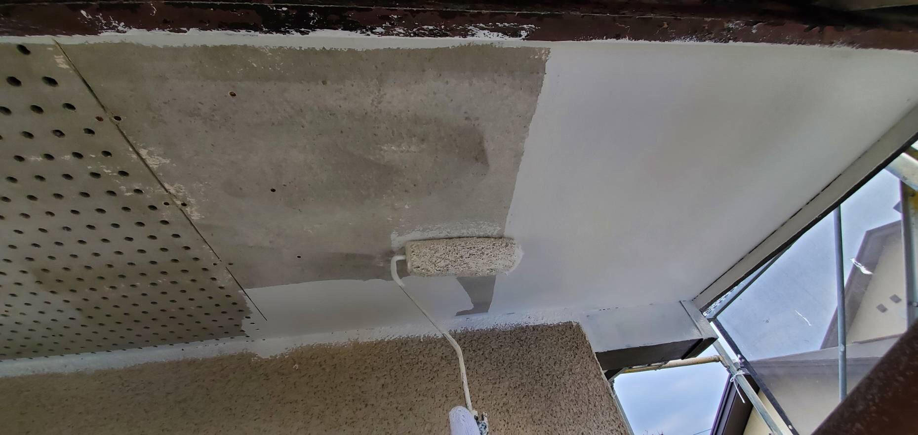 外壁塗装 佐賀 軒下天井 下塗り